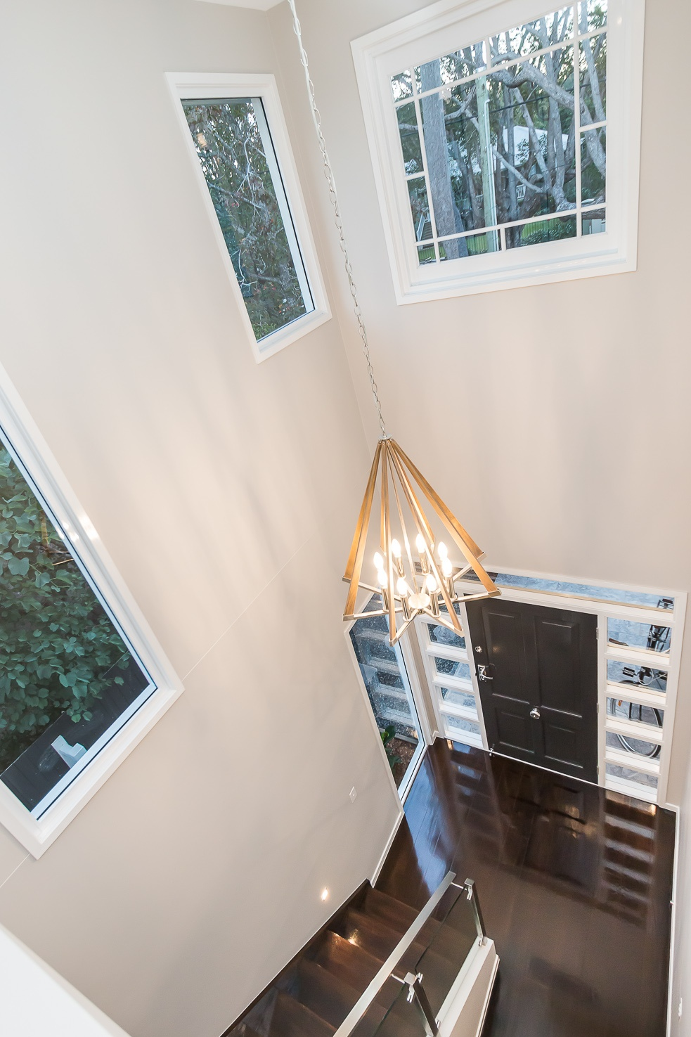 hamptons style entry void with light by Kalka