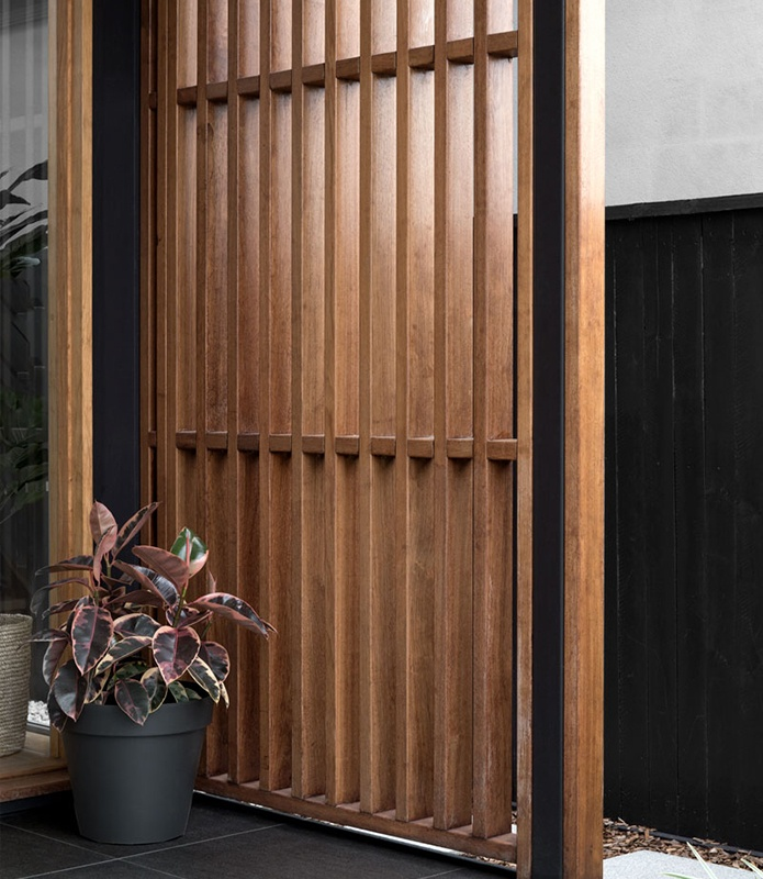 Timber entrance screen with plant - Kalka - Custom and Luxury Home Builders Brisbane