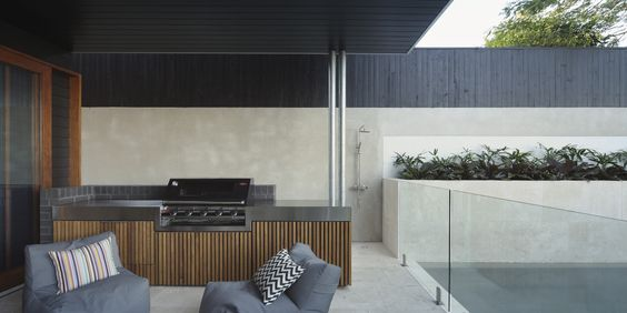 Outdoor kitchen space by Brisbane based builder Kalka. Designed by architect Shaun Lockyer. Photographed by Scott Burrows photography
