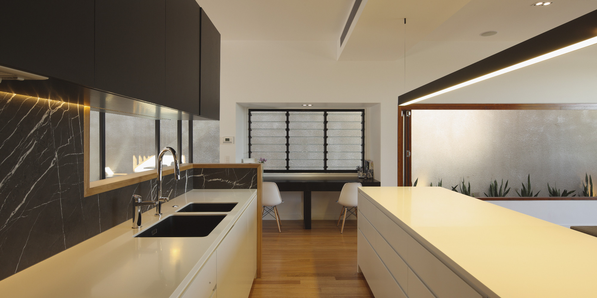 Kitchen designed by Shaun Lockyer, built by Kalka, Photography by Scott Burrows.